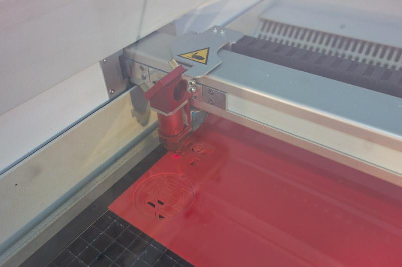 laser cutting machine・レーザーマシンアクリルカット