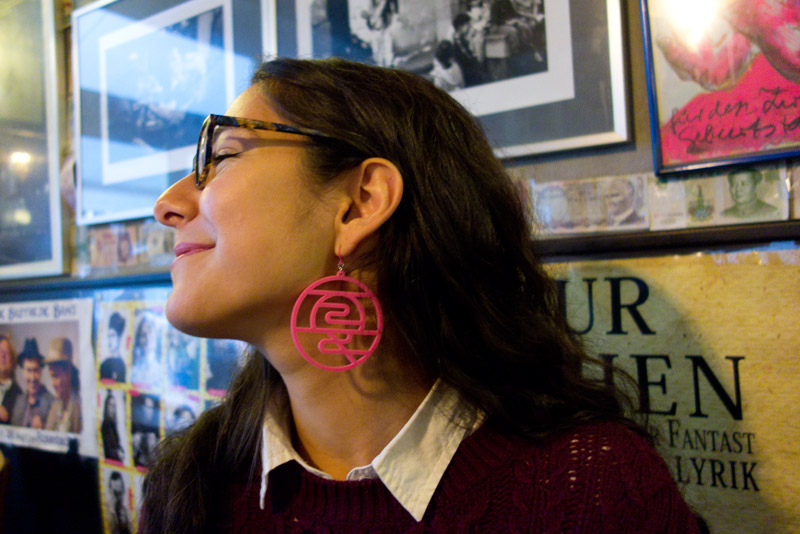 Elif with an acrylic earring・ピンクのアクリルカットピアス