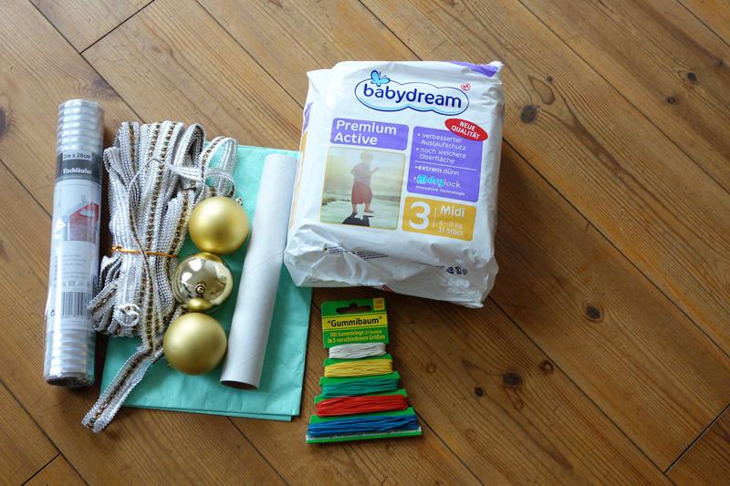 おむつケーキ材料(リボン・薄葉紙・テーブルランナー・ラップの芯・クリスマスツリーオーナメント・輪ゴム)