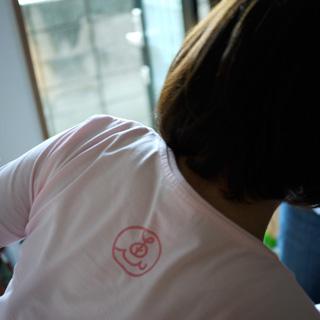 ピンクTシャツの背守り紋
