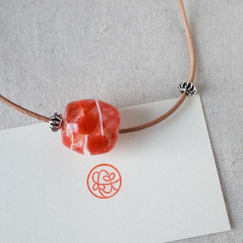 Japanese glass beads・とんぼ玉をモチーフにした紋、のイメージで作られたとんぼ玉ネックレス!
