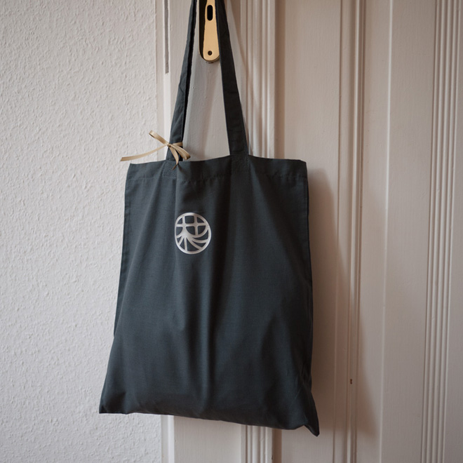 Gift in a personalized Tote Bag・オリジナルトートバッグがギフトラッピング代わり