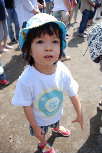 オリジナルTシャツ:3才の菜波ちゃんにピッタリの100サイズ。