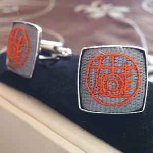 刺繍カフスボタン
